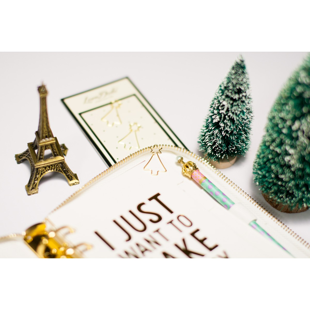 PAPER CLIPS GOLD CHRISTMAS TREE STYLE B